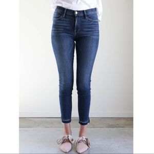 FRAME le high skinny cropped jeans in Ferdinand